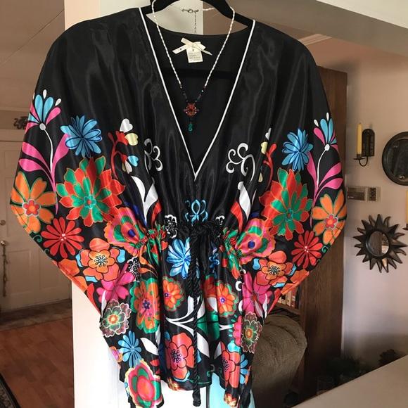 J ❤️ 3 Sixteen Tops - Colorful kimono style top size medium